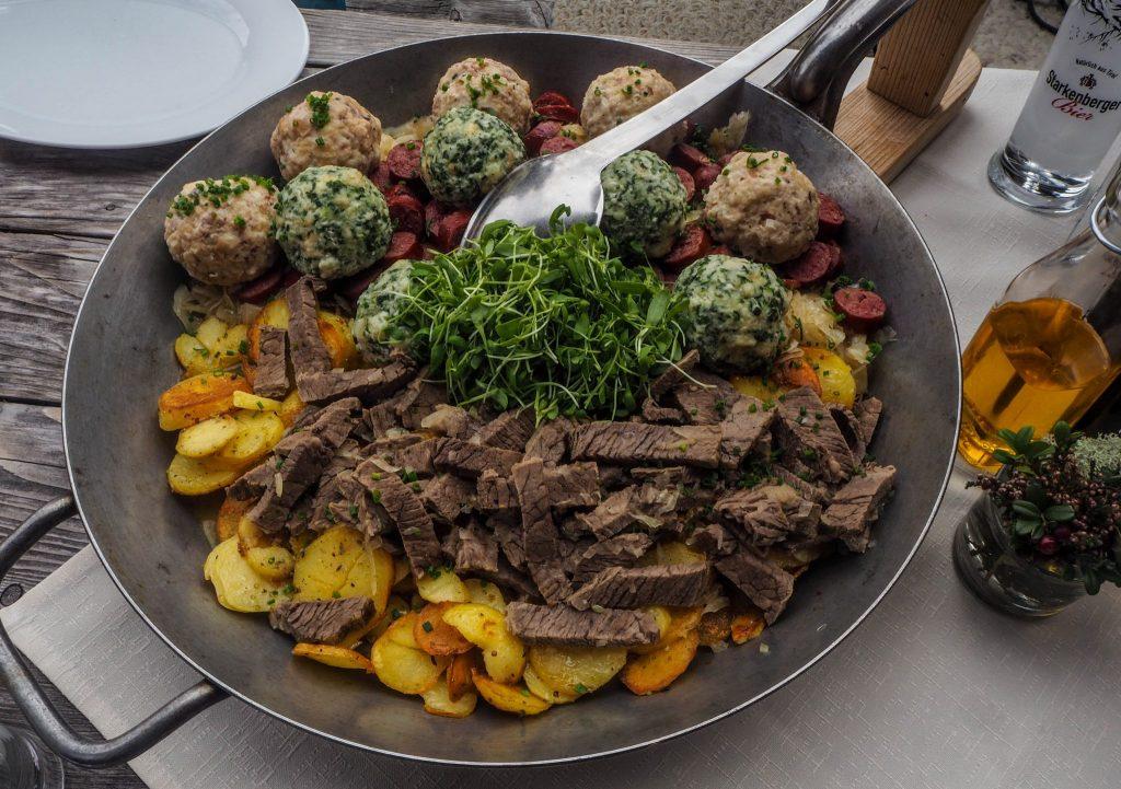 La gastronomie tyrolienne - knödel - Un voyage en Autriche d'aventure et d'adrénaline: repousser et tester ses limites au tyrol