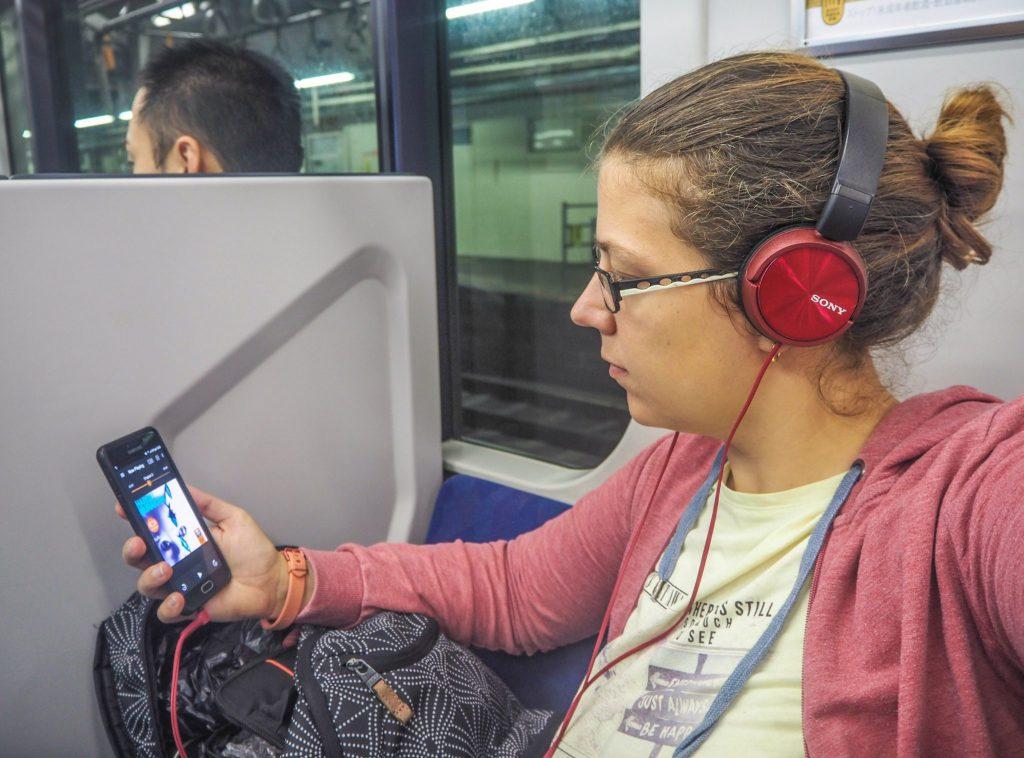 Mon premier livre audio en voyage au Japon dans un train - Ecouter des livres audio en voyage, la solution idéale pour se replonger dans la lecture en douceur et pour un voyage immersif et littéraire