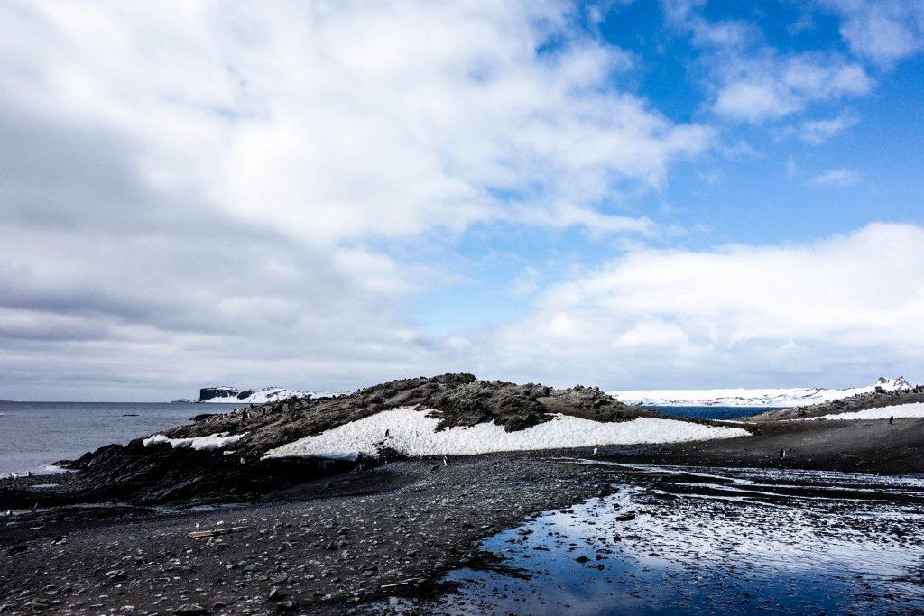 Comment préparer son voyage en Antarctique? Le guide pratique complet pour tout savoir: budget, itinéraire, activités, équipement, faune, voyage responsable, quelle croisière choisir, que faire en Patagonie et où dormir à Ushuaia...