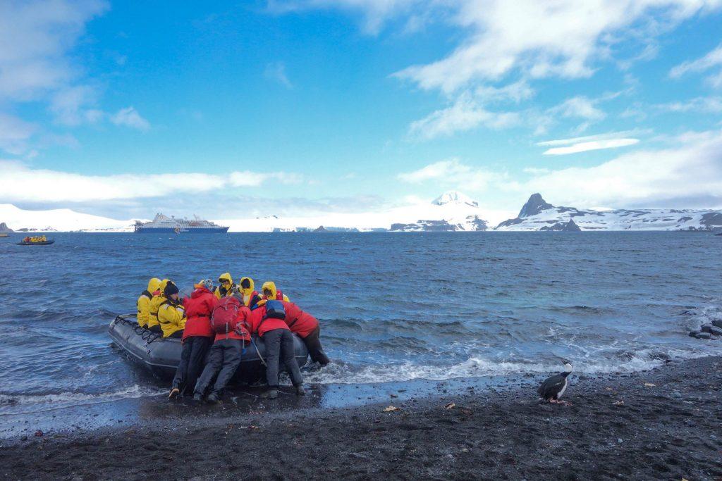 Faut-il voyager en Antarctique à l'heure du réchauffement climatique - Comment préparer son voyage en Antarctique? Le guide pratique complet pour tout savoir: budget, itinéraire, activités, équipement, faune, voyage responsable, quelle croisière choisir, que faire en Patagonie et où dormir à Ushuaia...