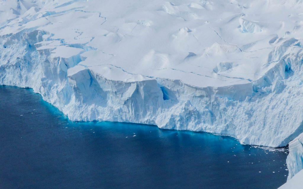 A la découverte des paysages lors d'un voyage en Antarctique - Comment préparer son voyage en Antarctique? Le guide pratique complet pour tout savoir: budget, itinéraire, activités, équipement, faune, voyage responsable, quelle croisière choisir, que faire en Patagonie et où dormir à Ushuaia...