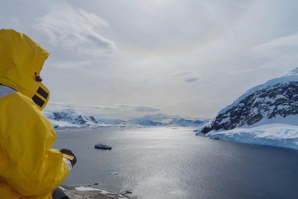Le plus beau voyage de ma vie était en Antarctique - Comment préparer son voyage en Antarctique? Le guide pratique complet pour tout savoir: budget, itinéraire, activités, équipement, faune, voyage responsable, quelle croisière choisir, que faire en Patagonie et où dormir à Ushuaia...