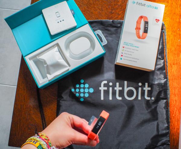 Une Fitbit, un cadeau pour voyageur sportif