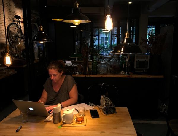 Café Ombra à Chiang Mai - Visiter Chiang Mai : le guide pratique ultime du voyage lent et nomade à Chiang Mai en Thaïlande