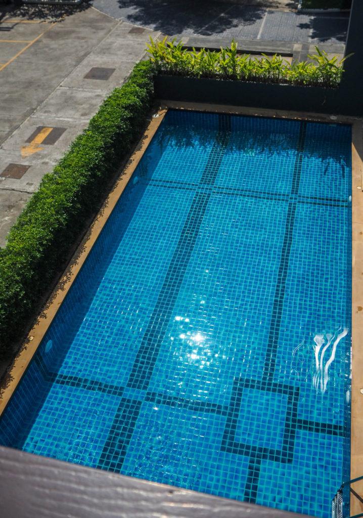 La piscine de mon appartement à Chiang Mai - Visiter Chiang Mai : le guide pratique ultime du voyage lent et nomade à Chiang Mai en Thaïlande