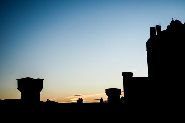 Coucher de soleil sur le château d'Edimbourg - Visiter Edimbourg en hiver - Un week-end dans la capitale écossaise: visiter Edimbourg en mode slow travel / que faire en cas de pluie Edimbourg et sur les traces d'Harry Potter à Edimbourg.