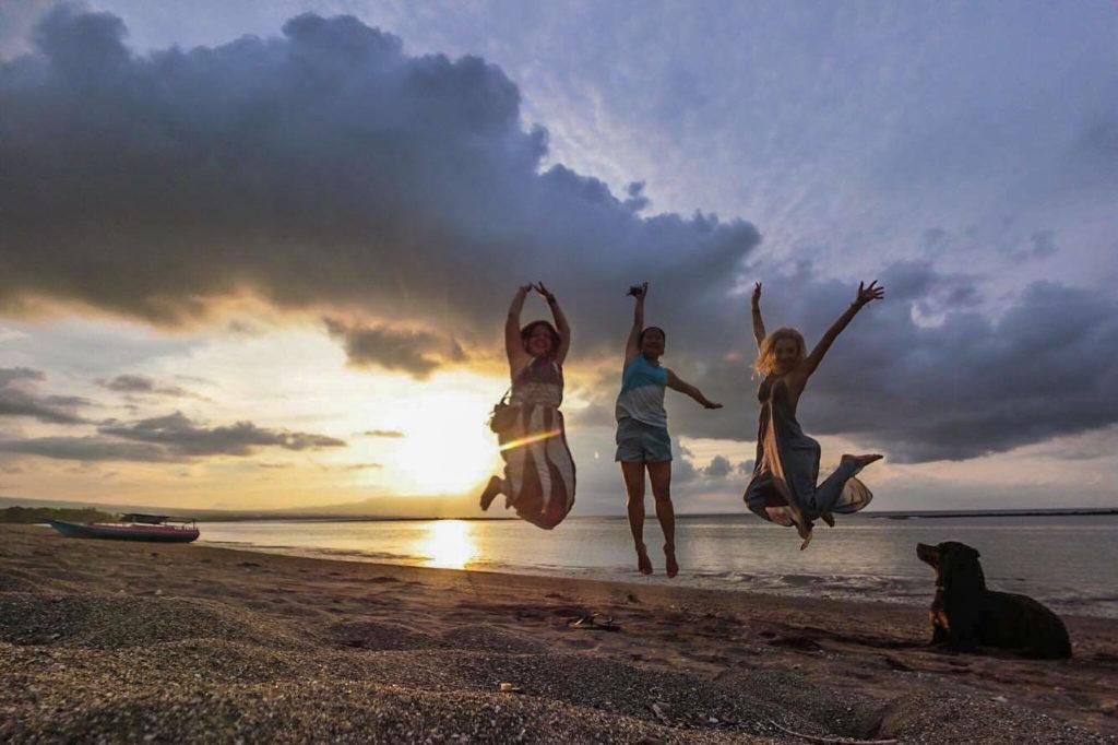 Le Coconut Garden Beach Resort à Maumere sur l'île de Flores: mon petit coin de paradis en Indonésie. Découvrez un paisible eco-resort pas comme les autres, qui ravira les amoureux et les voyageurs solo en mal de plages paradisiaques et de tranquillité