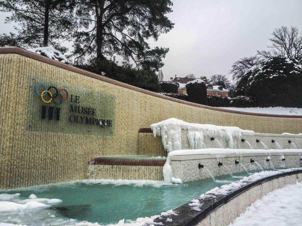 Visiter Lausanne sous la neige - Découvrir la Suisse en hiver. Le charme de Lausanne sous son manteau blanc et que faire à Lausanne sous la neige ou en cas de pluie? - Musée Olympique à Ouchy