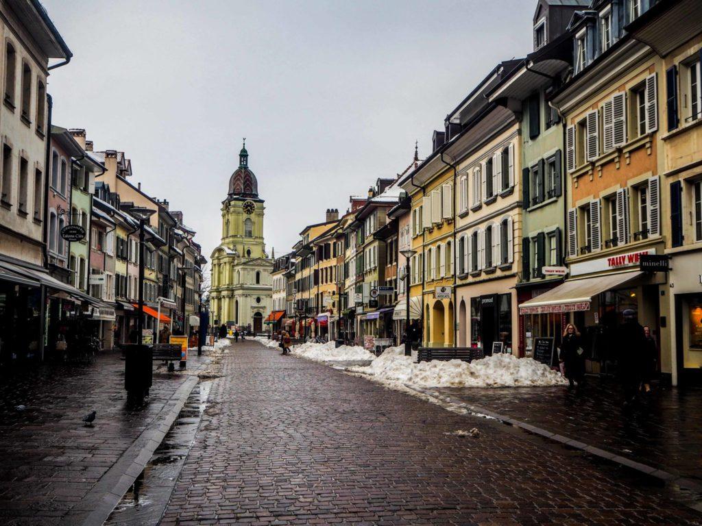 Visiter Lausanne sous la neige - Découvrir la Suisse en hiver. Le charme de Lausanne sous son manteau blanc et que faire à Lausanne sous la neige ou en cas de pluie? Morges