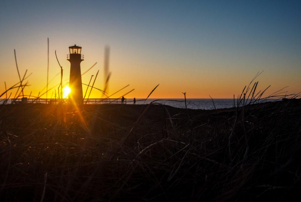 Iles de la Madeleine - Coucher de soleil au Phare du Borgot - De buttes en buttes aux îles de la Madeleine