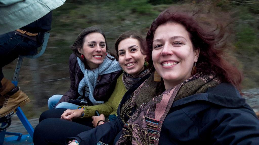 Vélorail du Larzac avec les copines Claire et Emma - Visiter Millau sur la terre et dans les airs