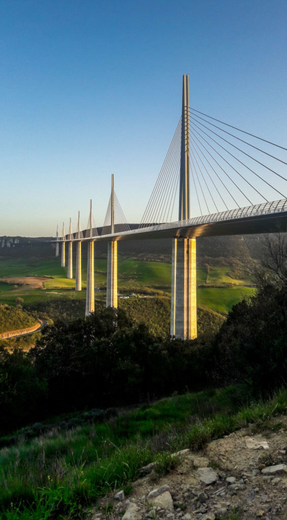 Coucher de soleil sur le Viaduc de Millau - Visiter Millau sur la terre et dans les airs