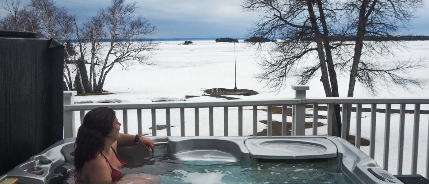 Vue sur le lac Saint-Jean enneigé - Bilan mensuel avril et mai 2018 entre la France et le Canada - Voyages et Vagabondages