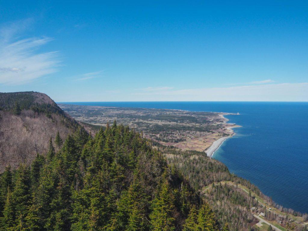 Sublime point de vue depuis le Parc National Forillon en Gaspésie - Itinéraire de road-trip au Canada - 15 jours entre le Bas Saint-Laurent, la Gaspésie et le Nouveau-Brunswick