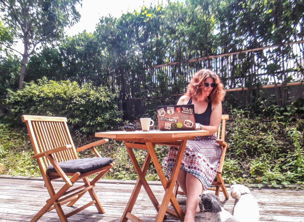 Voyager par home sitting autour du monde - Le guide pratique complet pour se lancer dans le housesitting et trouver un logement gratuit partout autour du monde