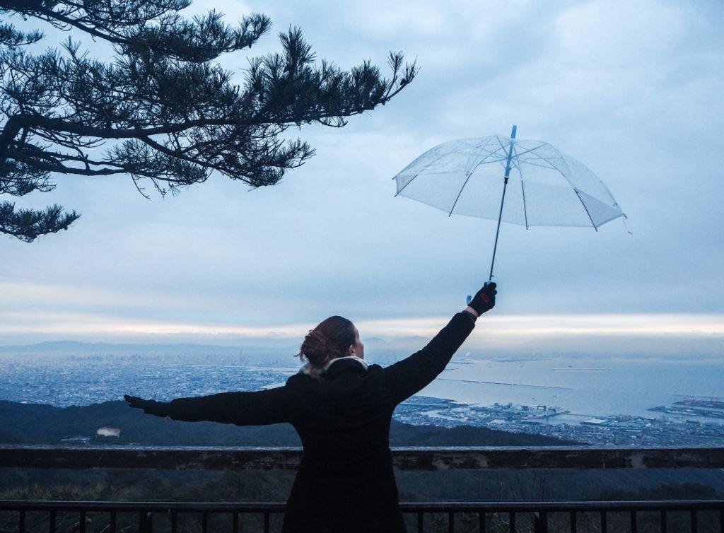 Le Mont Rokko sous la pluie - Visiter Kobe: une ville au coeur de la nature au Japon