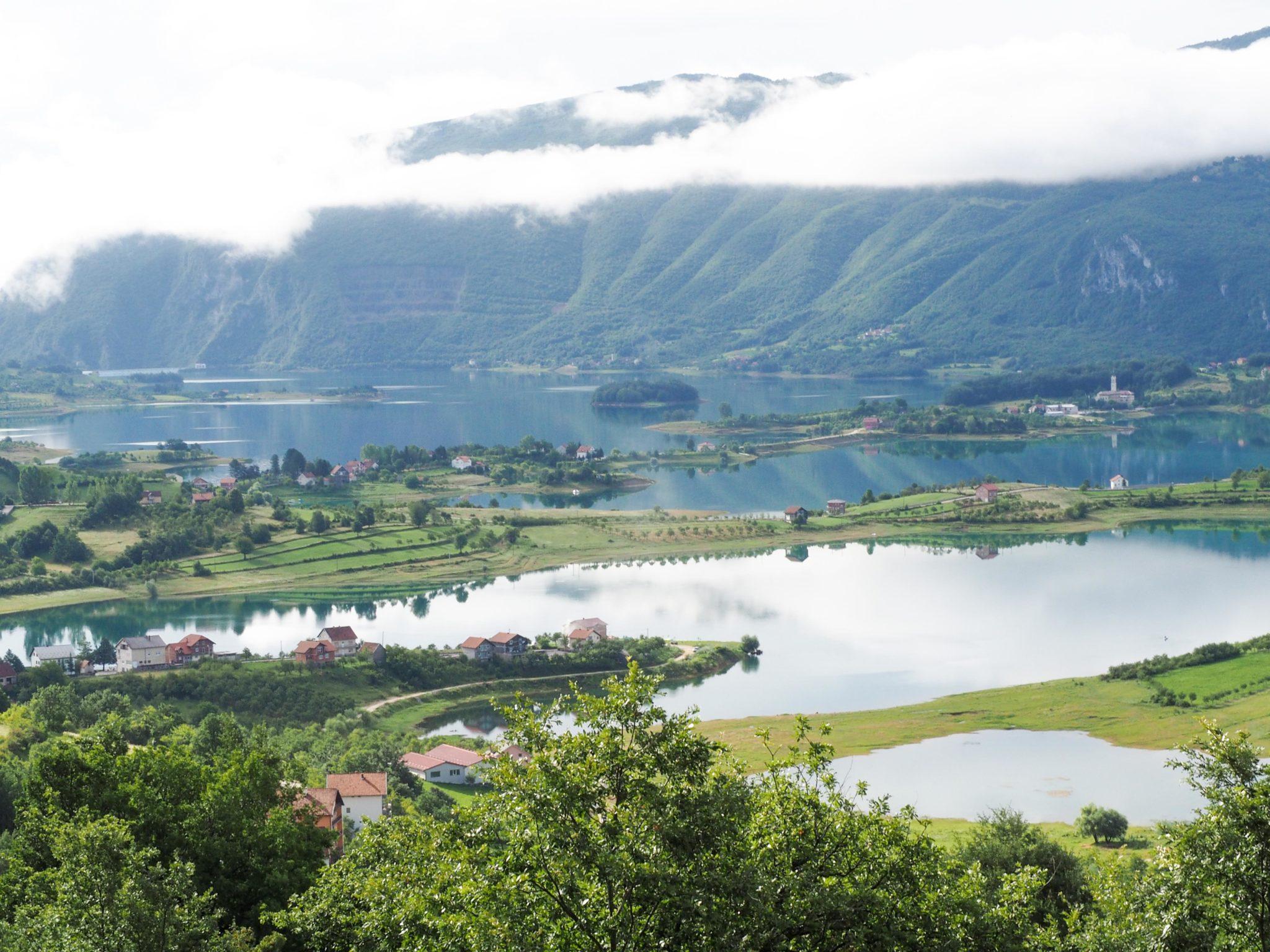 Réveil spectaculaire à Ramsko Jezero, le lac de Rama en Bosnie-Herzégovine - Un été nomade en Bosnie - Voyages et Vagabondages, le blog du voyage en solo et au féminin