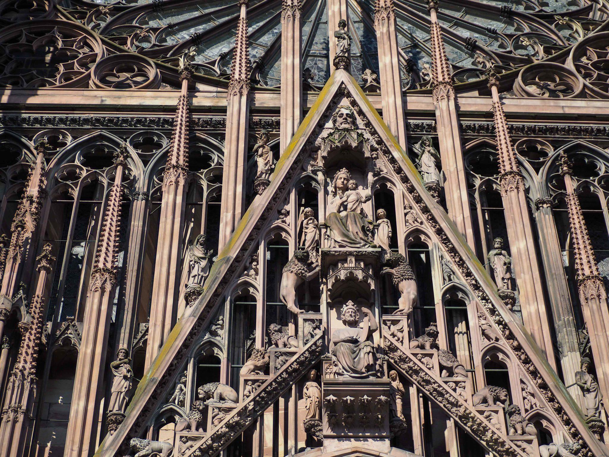 Cathédrale Notre Dame de Strasbourg - Visiter Strasbourg au fil de l'eau: 2 jours dans la capitale alsacienne entre amies - Par Voyages et Vagabondages, le blog du voyage en solo au féminin - Récit, photos, conseils, idées de visite et bonnes adresses pour visiter Strasbourg