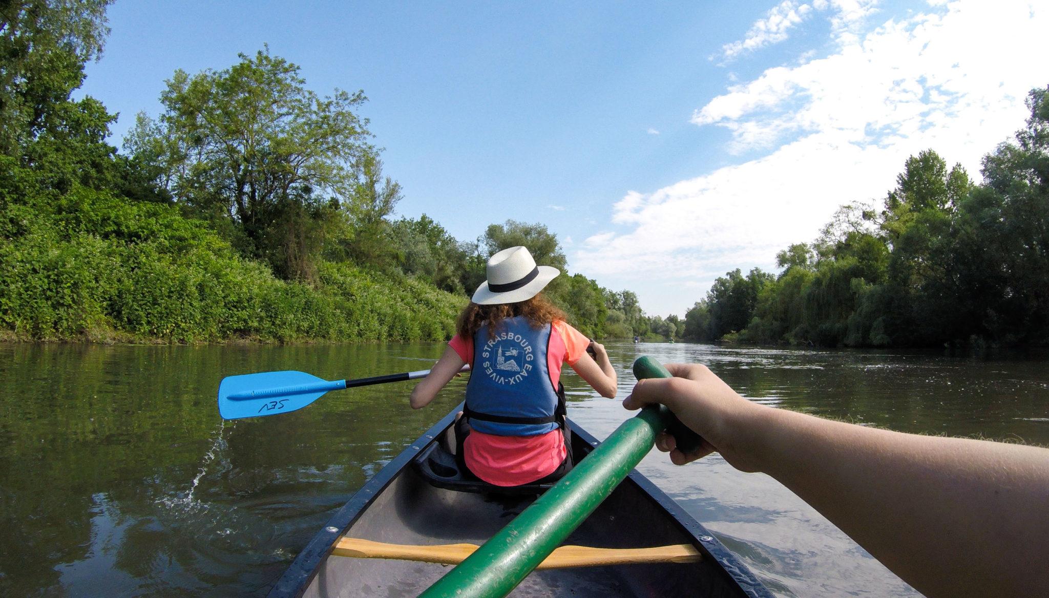 Faire du kayak et du canoë à Strasbourg - Visiter Strasbourg au fil de l'eau: 2 jours dans la capitale alsacienne entre amies - Par Voyages et Vagabondages, le blog du voyage en solo au féminin - Récit, photos, conseils, idées de visite et bonnes adresses pour visiter Strasbourg