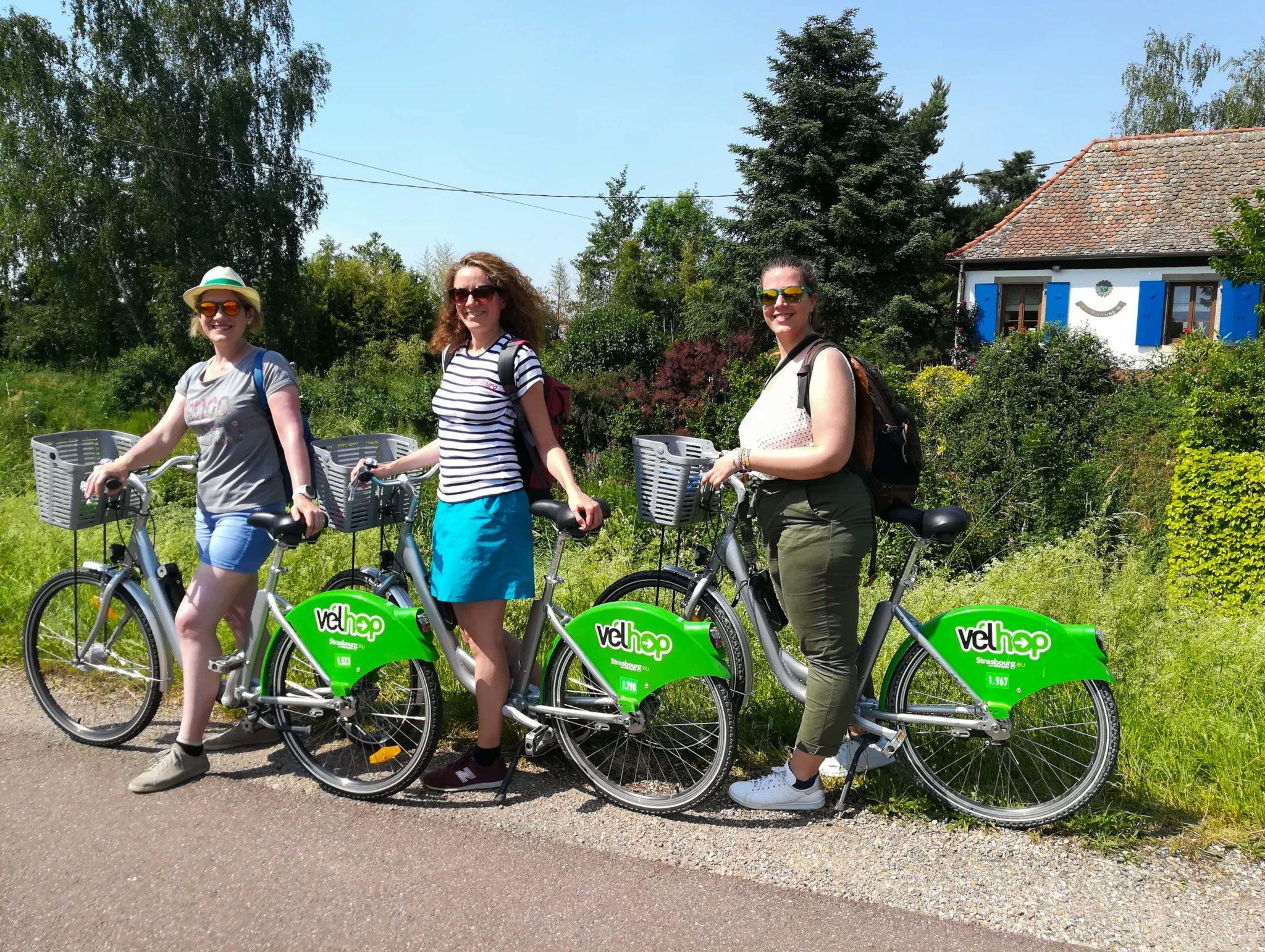 Faire du vélo à Strasbourg - Visiter Strasbourg au fil de l'eau: 2 jours dans la capitale alsacienne entre amies - Par Voyages et Vagabondages, le blog du voyage en solo au féminin - Récit, photos, conseils, idées de visite et bonnes adresses pour visiter Strasbourg