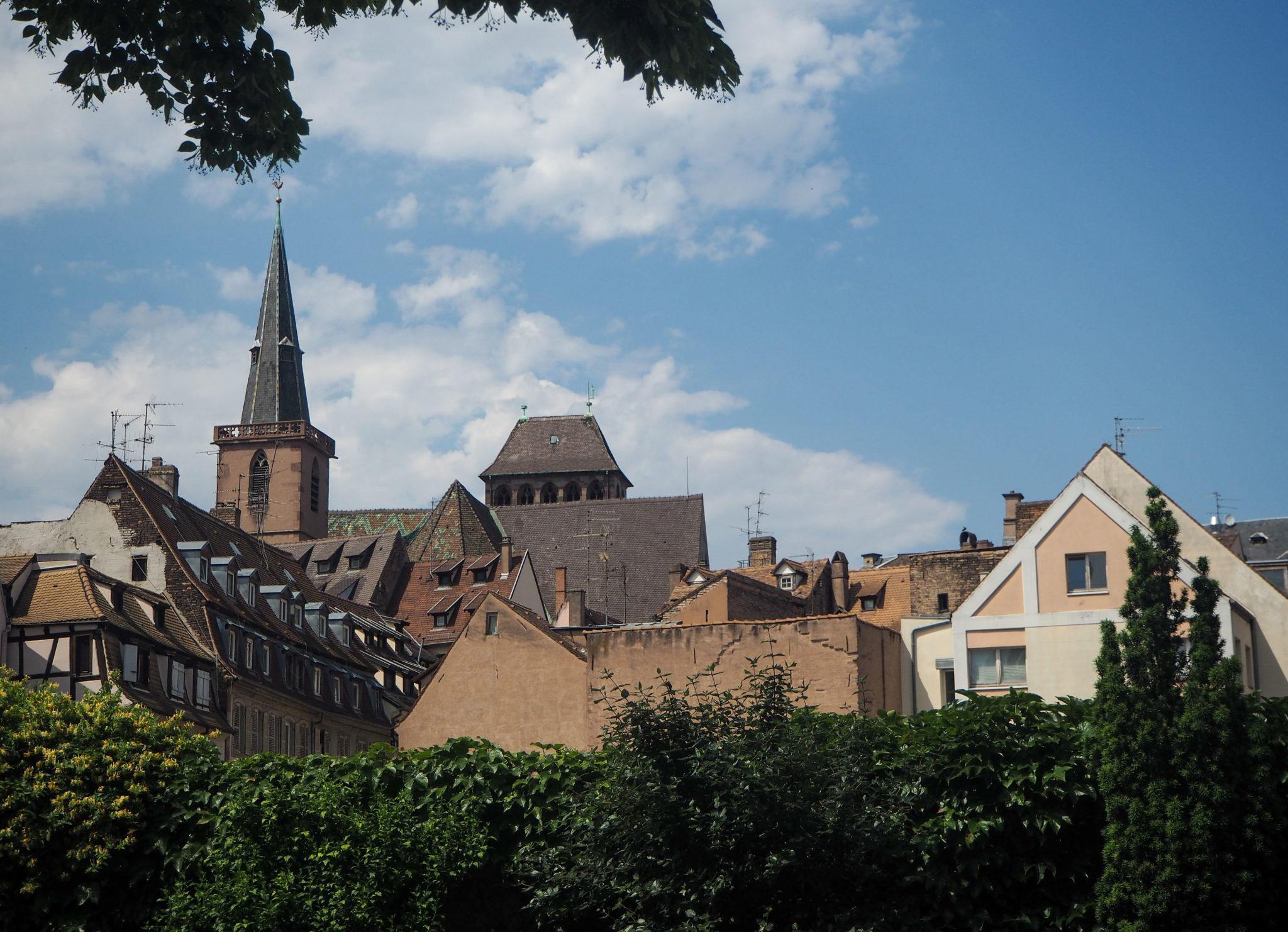 Les toits de Strasbourg - Visiter Strasbourg au fil de l'eau: 2 jours dans la capitale alsacienne entre amies - Par Voyages et Vagabondages, le blog du voyage en solo au féminin - Récit, photos, conseils, idées de visite et bonnes adresses pour visiter Strasbourg