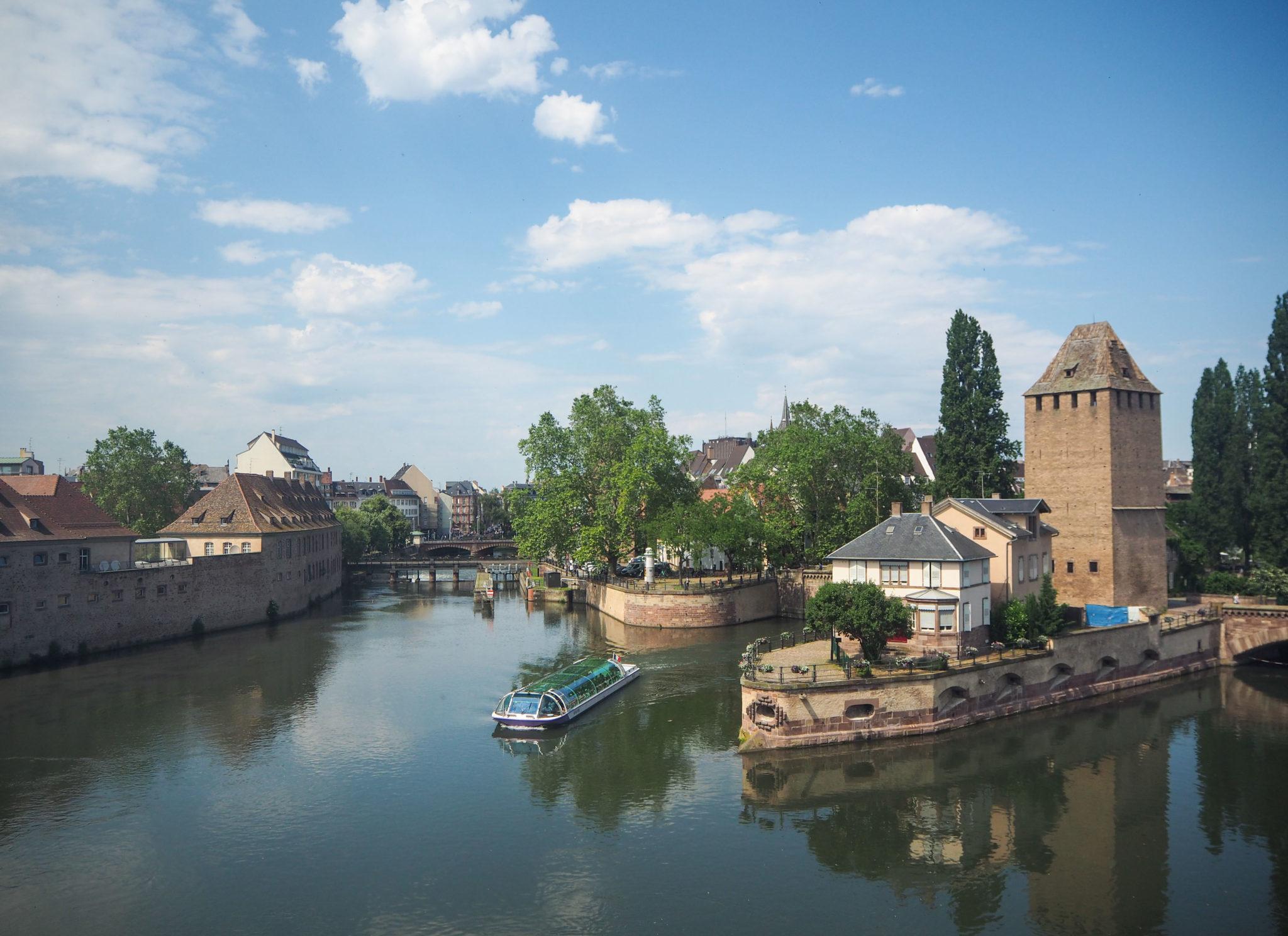 Les Ponts Couverts - Au coeur de la Petite France à Strasbourg - Visiter Strasbourg au fil de l'eau: 2 jours dans la capitale alsacienne entre amies - Par Voyages et Vagabondages, le blog du voyage en solo au féminin - Récit, photos, conseils, idées de visite et bonnes adresses pour visiter Strasbourg