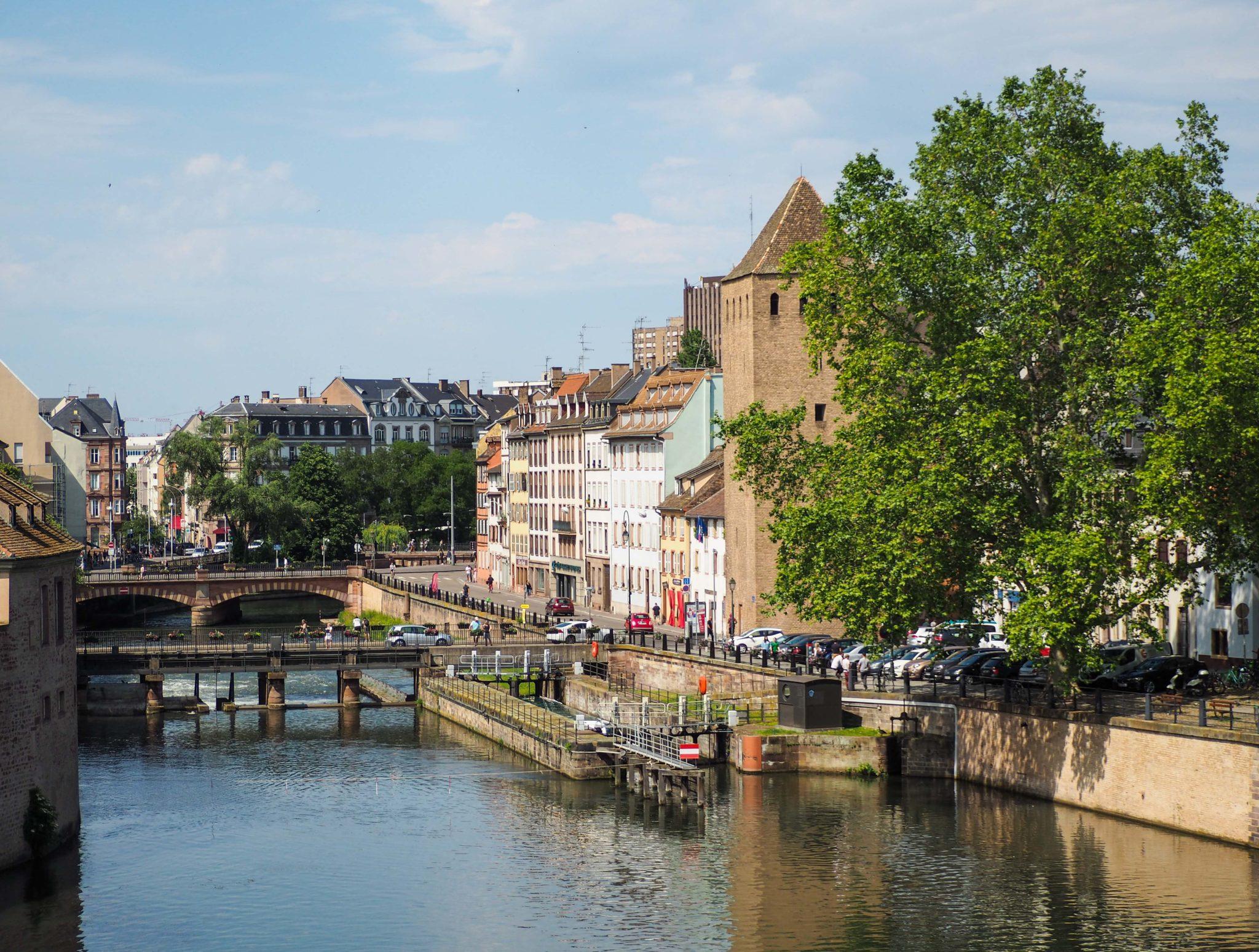 Strasbourg au fil de l'eau - Visiter Strasbourg au fil de l'eau: 2 jours dans la capitale alsacienne entre amies - Par Voyages et Vagabondages, le blog du voyage en solo au féminin - Récit, photos, conseils, idées de visite et bonnes adresses pour visiter Strasbourg