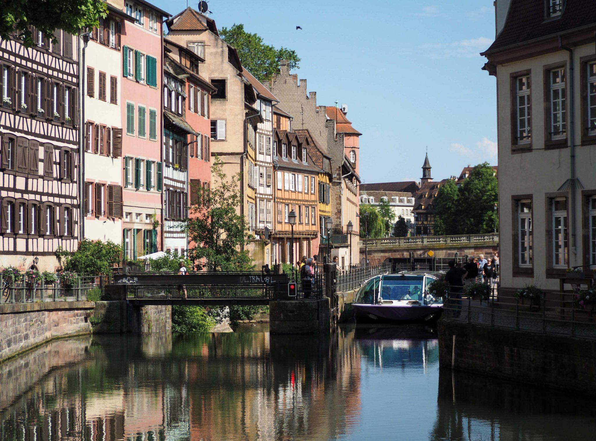 Un tour en bateau à Strasbourg avec Batorama - Visiter Strasbourg au fil de l'eau: 2 jours dans la capitale alsacienne entre amies - Par Voyages et Vagabondages, le blog du voyage en solo au féminin - Récit, photos, conseils, idées de visite et bonnes adresses pour visiter Strasbourg