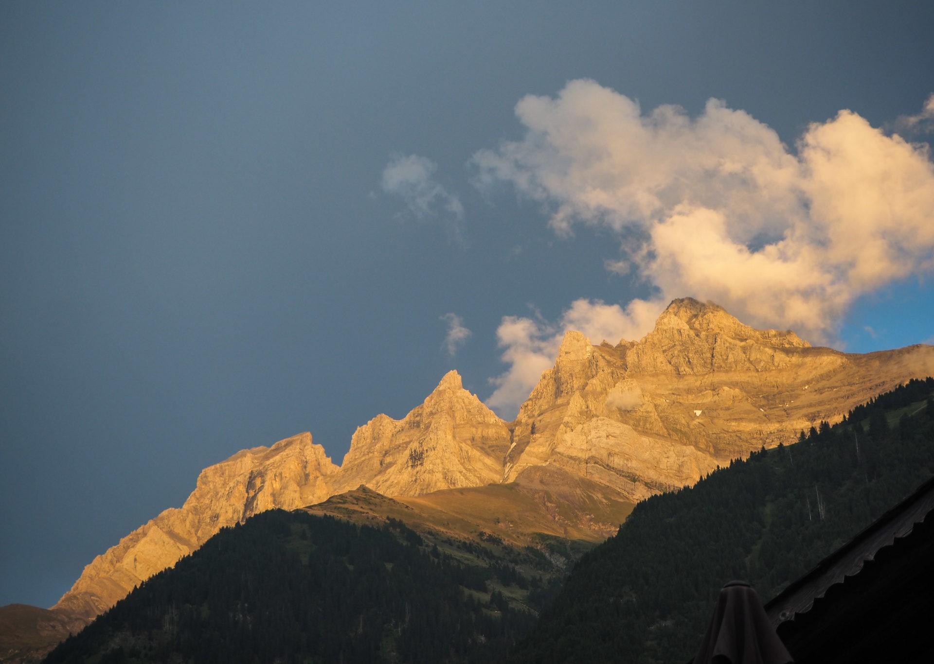 Les Dents du Midi au coucher du soleil, avant le trek en solo