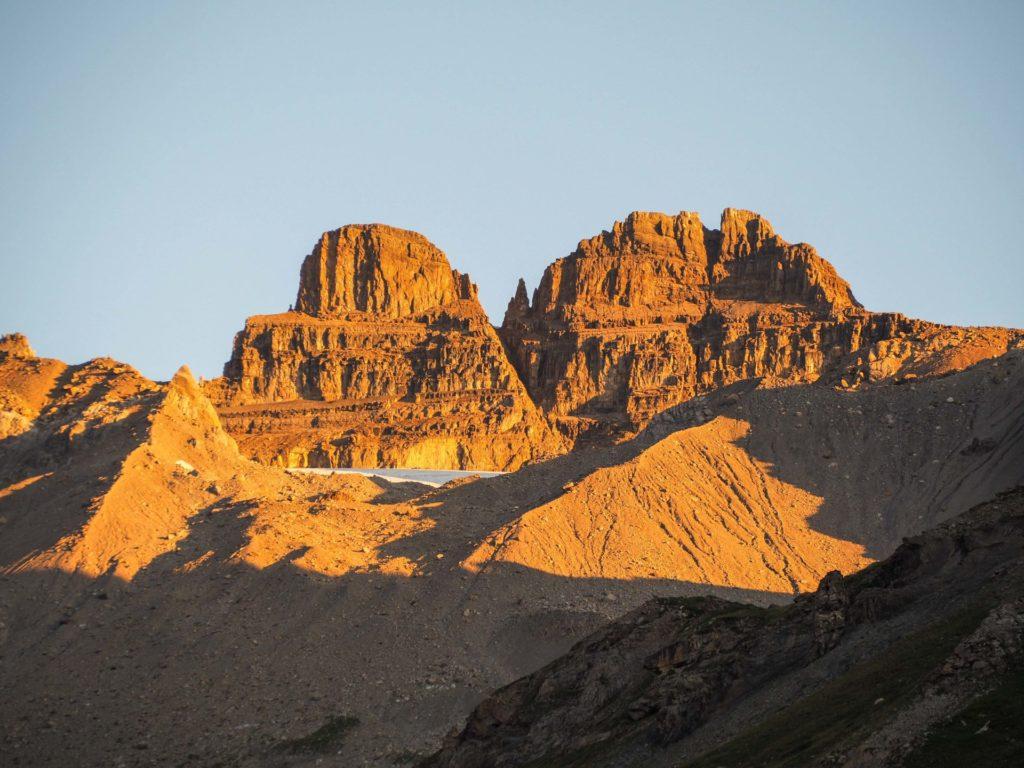 Lever de soleil sur le Lac de Salanfe - Faire le Tour des Dents du Midi en 6 jours en solo et en mode slow - Une randonnée itinérante, un trek à découvrir en Suisse dans le Valais