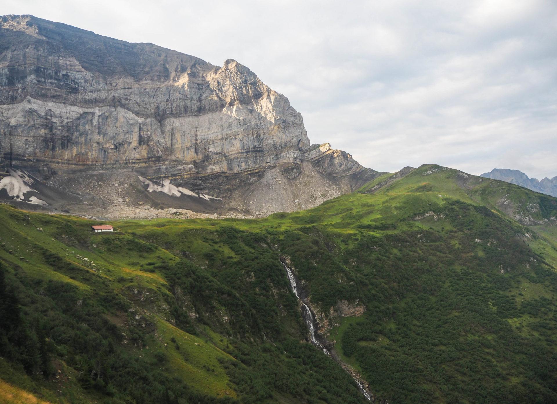 La Cabane d'Anthème sur le Tour des Dents du Midi - Faire le Tour des Dents du Midi en 6 jours en solo et en mode slow - Une randonnée itinérante, un trek à découvrir en Suisse dans le Valais