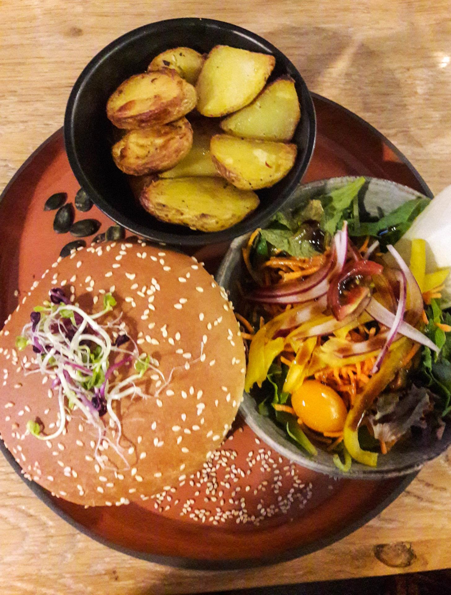Burger végétarien à Champéry - Champéry: un séjour détente, nature et sport en Région Dents du Midi, au coeur du Valais dans les Alpes Suisses