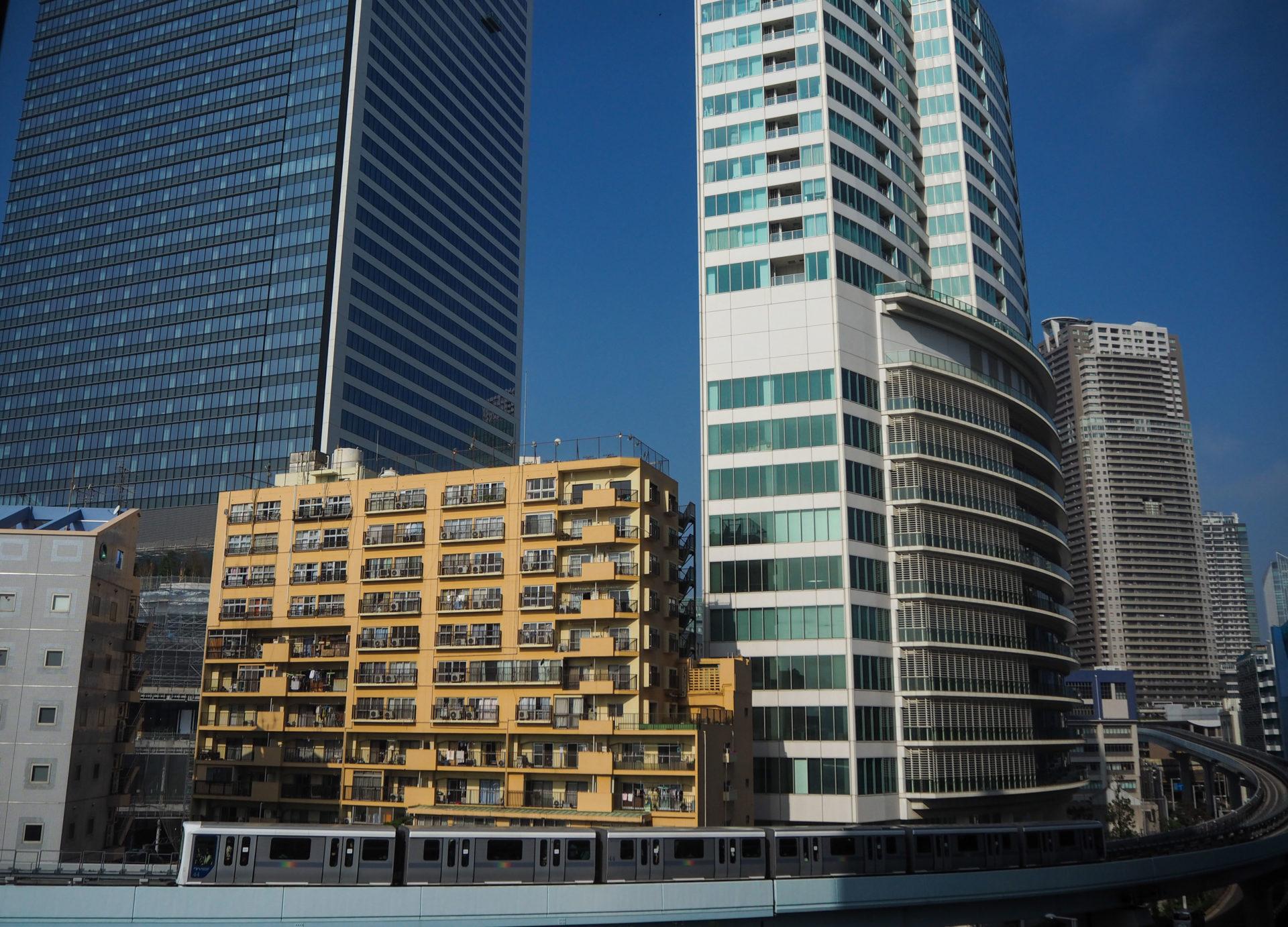 Vue sur le Monorail depuis mon hôtel à Tokyo - Escale à Tokyo: 24h dans la capitale du Japon - Tokyo en 24h - Récit et itinéraire pour visiter Tokyo en une journée
