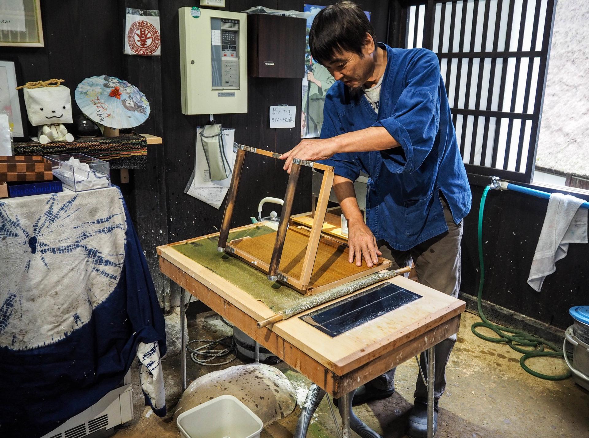 Atelier de papier washi dans le village traditionnel de Gokayama - Préfecture de Toyama, porte d'entrée vers les Alpes Japonaises - Voyager au Japon hors des sentiers battus