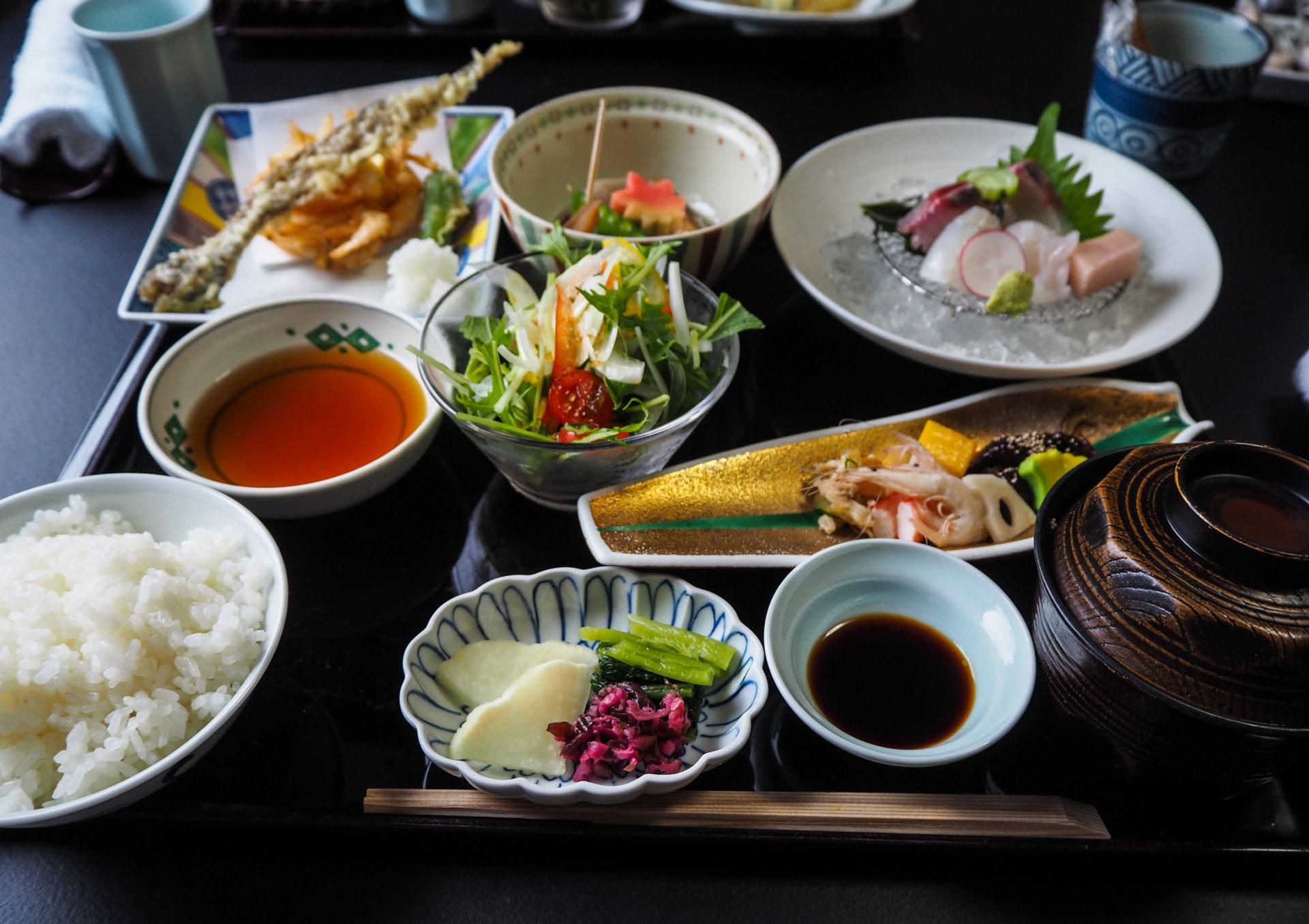 Restaurant de fruits de mer à Toyama - Préfecture de Toyama, porte d'entrée vers les Alpes Japonaises - Voyager au Japon hors des sentiers battus