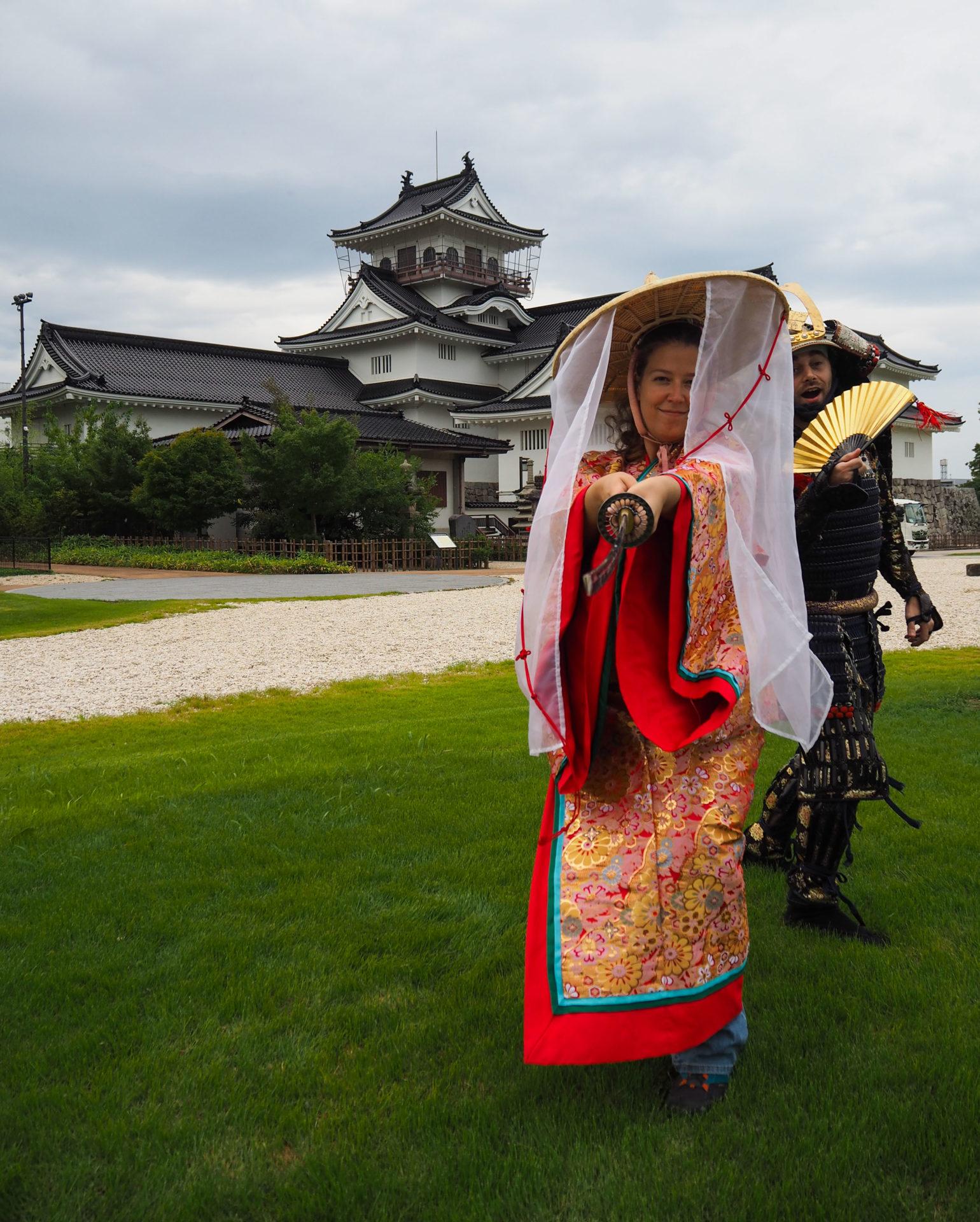 Expérience armure de samourai et kimono au château de Toyama - Préfecture de Toyama, porte d'entrée vers les Alpes Japonaises - Voyager au Japon hors des sentiers battus