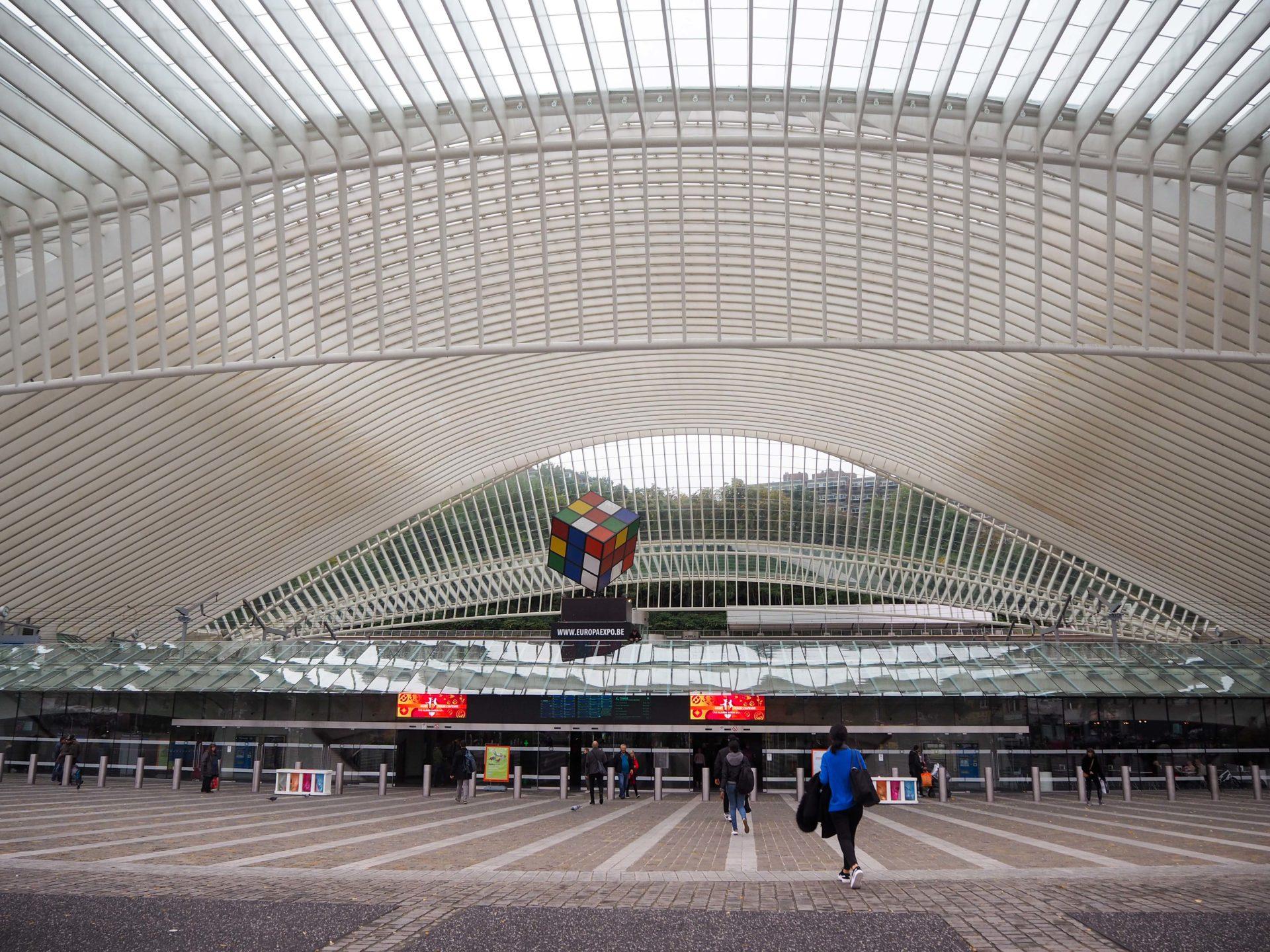 Gare de Liège-Guillemins - Visiter Liège en Belgique en mode slow - Que faire et que visiter à Liège? - Adresses slow et gourmandes à Liège - Informations pratiques pour visiter Liège et en tomber amoureuse en quelques instants!